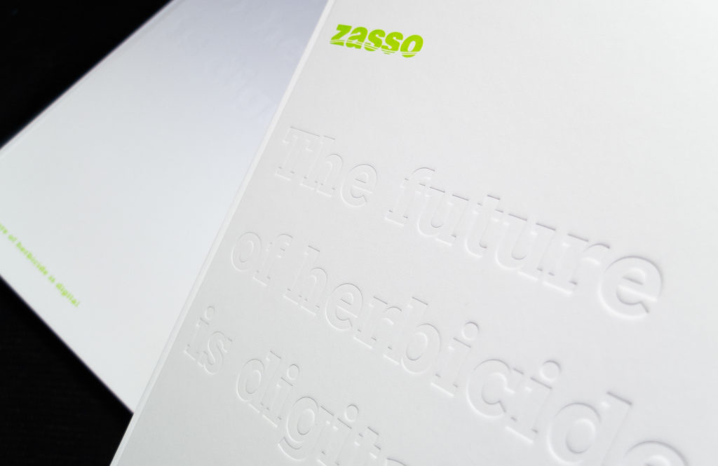 Broschuere mit Praegung für die Firma zasso aus Aachen